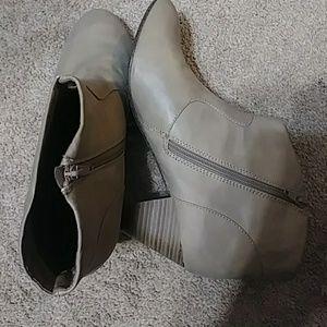Women Breckcelle's high heeled booties 11